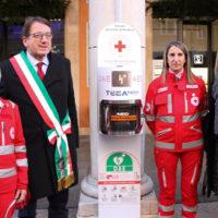 Installato il primo dei 5 defibrillatori che la Croce Rossa di Modena ha donato alla comunità cittadina